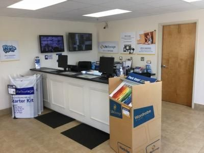 Life Storage - East Greenwich - South County Trail 2771 S County Trl East Greenwich, RI - Photo 2