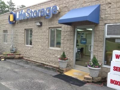 ... Life Storage   Durham   Hillsborough Road4417 Hillsborough Rd   Durham,  NC   Photo 2 ...