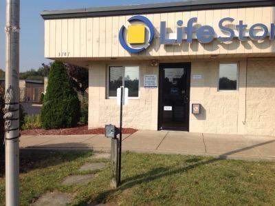 Life Storage - Warren - Elm Road Northeast 3787 Elm Rd NE Warren, OH - Photo 3