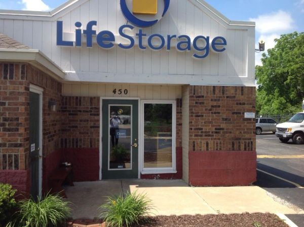 Life Storage - Florissant - Washington Street 450 W Washington St Florissant, MO - Photo 4