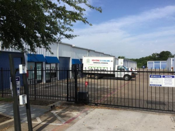 Life Storage - Dallas - Goldmark Drive 13575 Goldmark Dr Dallas, TX - Photo 4