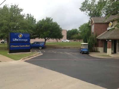 Life Storage - Hurst 88 Grapevine Hwy Hurst, TX - Photo 2
