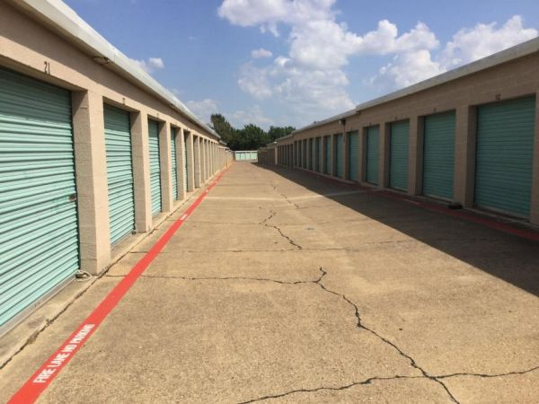 Life Storage - Dallas - South Buckner Boulevard 3210 S Buckner Blvd Dallas, TX - Photo 4