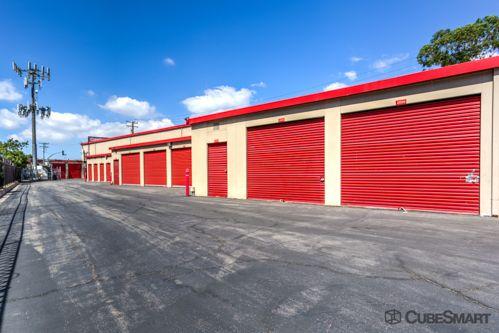 CubeSmart Self Storage - Long Beach 198 W Artesia Blvd Long Beach, CA - Photo 2