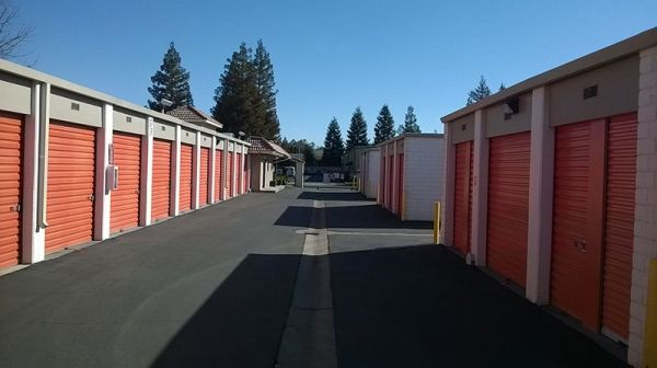 Security Self Storage - Standard Storage 6601 W Goshen Ave Visalia, CA - Photo 2