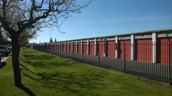 Security Self Storage - Standard Storage 6601 W Goshen Ave Visalia, CA - Photo 3