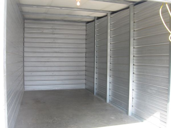 SHUR LOCK SELF STORAGE 5706 160th St E Puyallup, WA - Photo 4