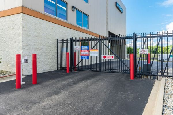National Storage Centers - Bloomfield 540 S Telegraph Rd  Pontiac, MI - Photo 6