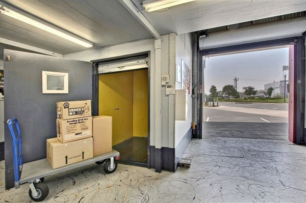 StorageMart - Mandela Pkwy & I-580 2450 Mandela Parkway Oakland, CA - Photo 4
