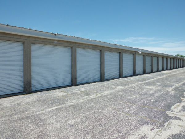 A Storage Inn - Cave Springs 4040 N Service Rd St Peters, MO - Photo 1