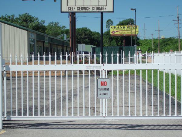A Storage Inn - Fenton 1166 Gravois Rd Fenton, MO - Photo 2