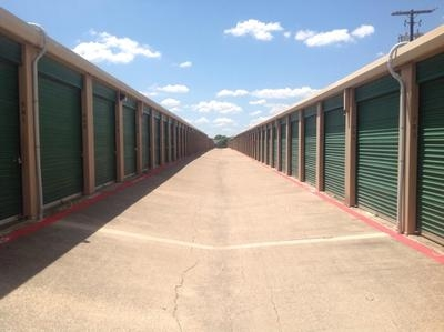 Uncle Bob's Self Storage - Arlington - Blue Danube St1401 Blue Danube St - Arlington, TX - Photo 3