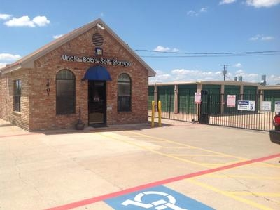 Uncle Bob's Self Storage - Arlington - Blue Danube St1401 Blue Danube St - Arlington, TX - Photo 4