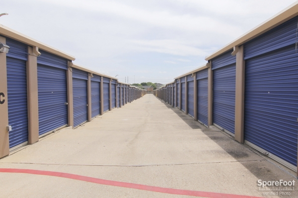 Macho Self Storage - Irving3930 Valley View Ln - Irving, TX - Photo 4