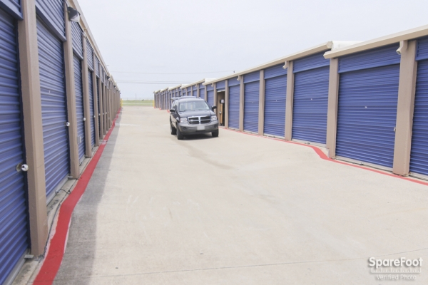 Macho Self Storage - Irving3930 Valley View Ln - Irving, TX - Photo 5