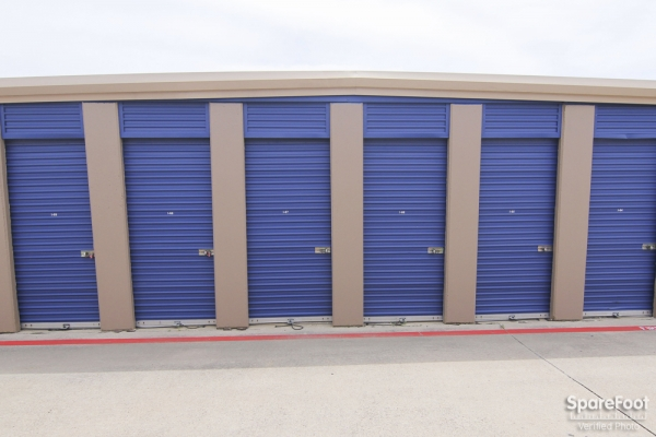 Macho Self Storage - Irving3930 Valley View Ln - Irving, TX - Photo 6