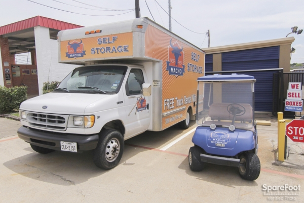 Macho Self Storage - Irving3930 Valley View Ln - Irving, TX - Photo 11