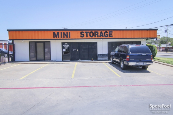 Alamo Self Storage - Dependable2855 Fort Worth Ave - Dallas, TX - Photo 1