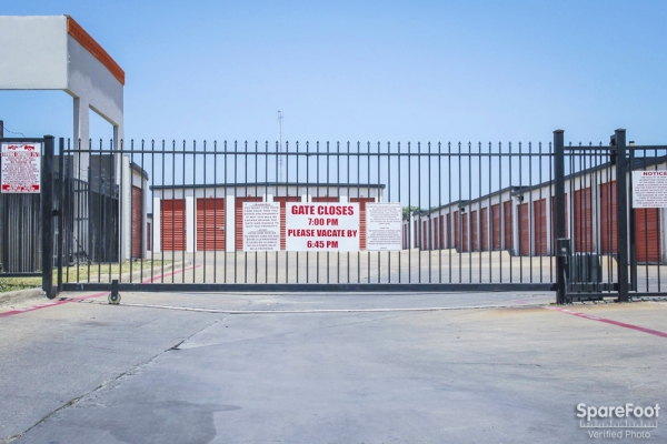 Alamo Self Storage - Dependable2855 Fort Worth Ave - Dallas, TX - Photo 2
