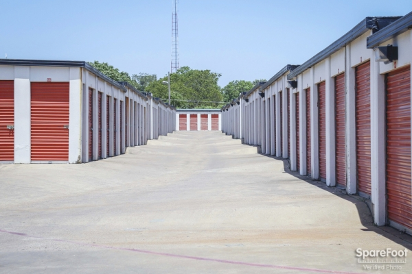 Alamo Self Storage - Dependable2855 Fort Worth Ave - Dallas, TX - Photo 6