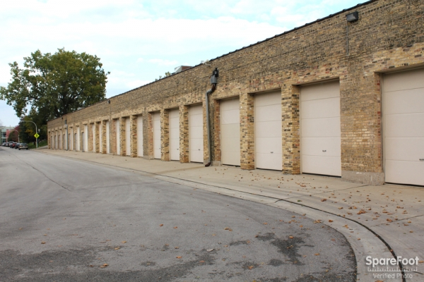 Foster Ravenswood Self Storage1800 W Foster Ave - Chicago, IL - Photo 2