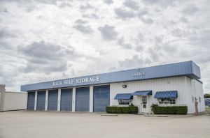 Photo of HGS Self Storage - Hewitt - 605 N Hewitt Dr